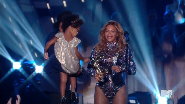 画像: Beyoncé Receives the Michael Jackson Vanguard Awards at VMA's 2014 www.youtube.com