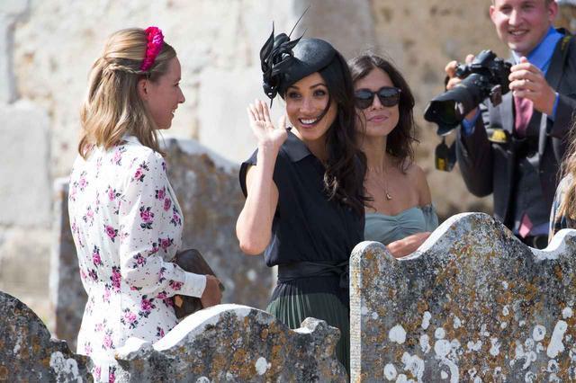 画像4: メーガン妃、誕生日は友人の結婚式へ!お呼ばれファッションをチェック