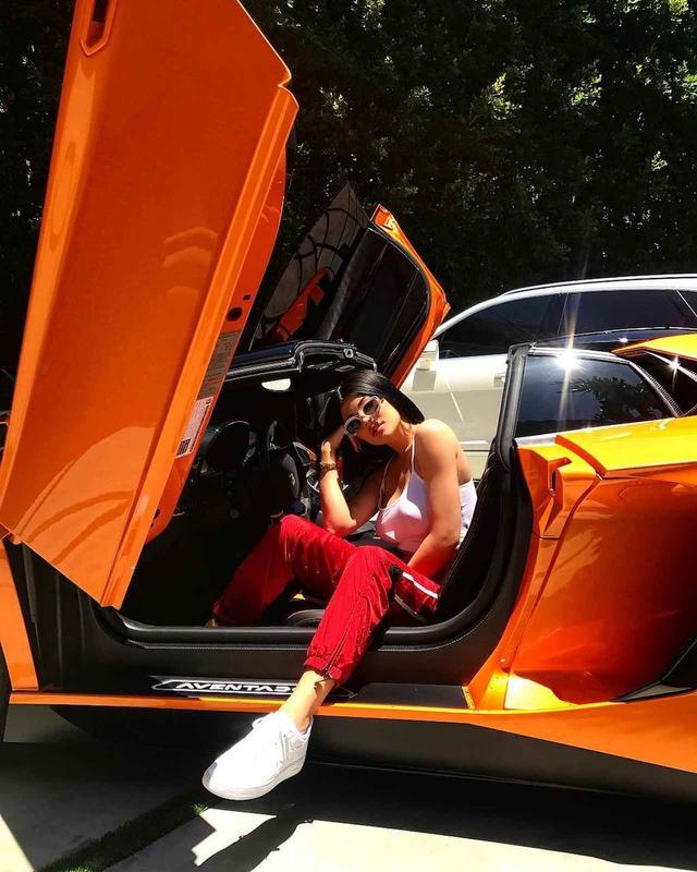 画像2: セレブの愛車:カイリー・ジェンナーの約5,200万円のランボルギーニ!