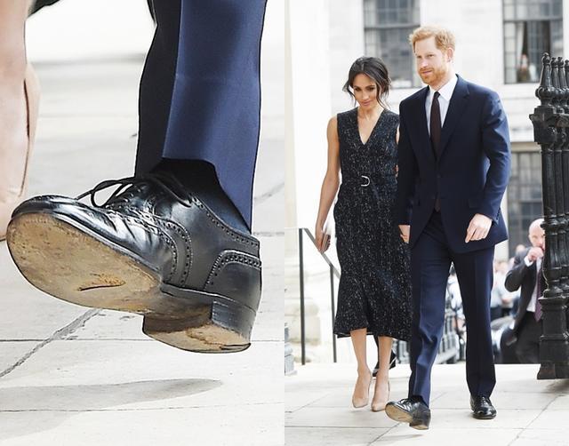 画像: 穴が開いているのは片方だけではなく、両足の靴底に開いている。
