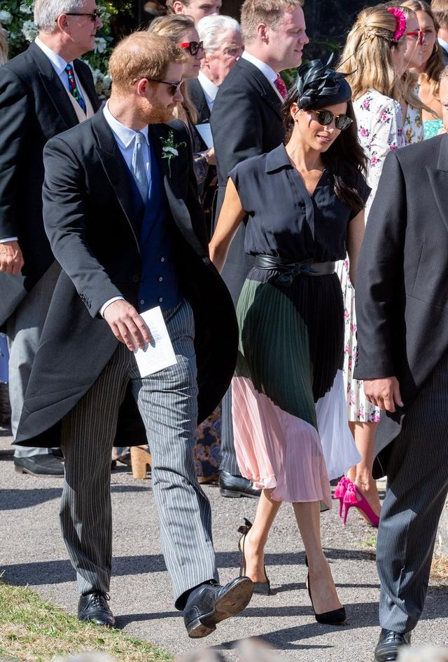 画像2: ヘンリー王子が幼なじみの結婚式に着用した「王子らしからぬアイテム」に親近感