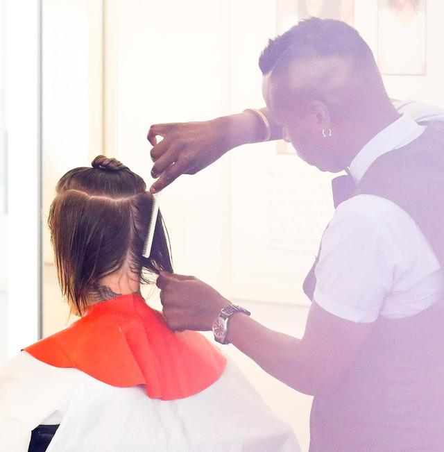画像1: 久々に髪を切るも…