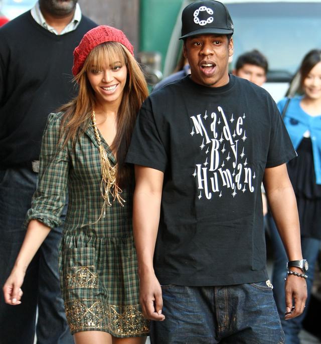画像: 新婚時代の2009年に、ニューヨークでショッピングに出た時にはすぐに背後に人だかりが。