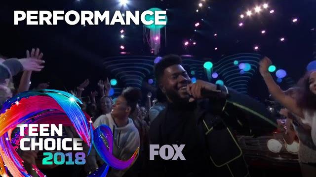 "画像: Khalid Performs ""Young Dumb & Broke"" 