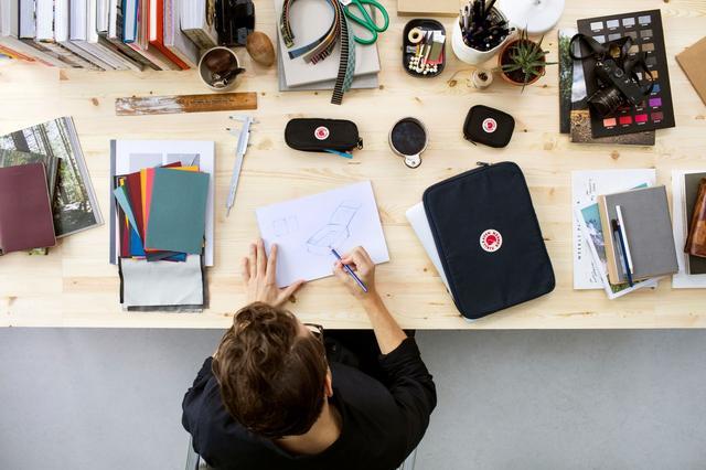 画像1: フェールラーベンの人気リュック誕生40周年記念で、アクセサリー発売