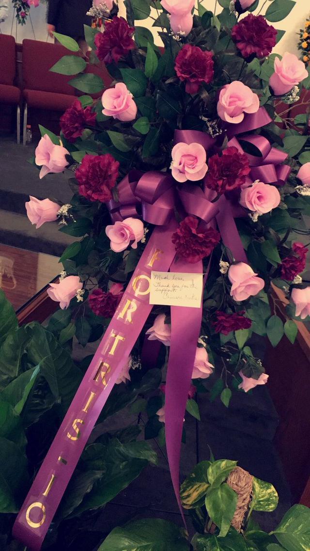 画像: 花には「応援してくれてありがとう」という手書きのメッセージが添えられていた。©15Macyy/Twitter