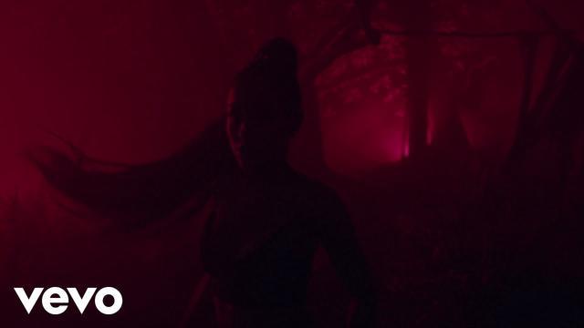 画像: Ariana Grande - the light is coming ft. Nicki Minaj www.youtube.com