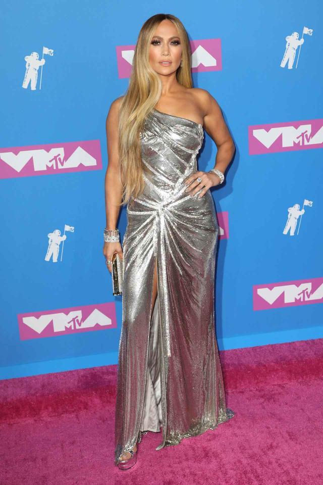 画像1: MTV VMAの華やかなレッドカーペット・ファッションをレポート【VMA2018】