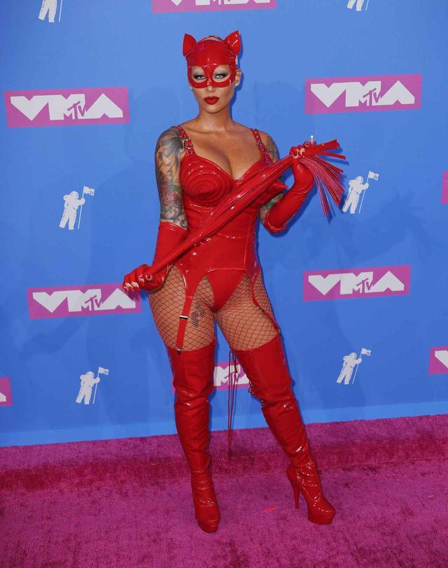 画像1: アンバー・ローズ、MTV VMAに登場したときの姿が強烈
