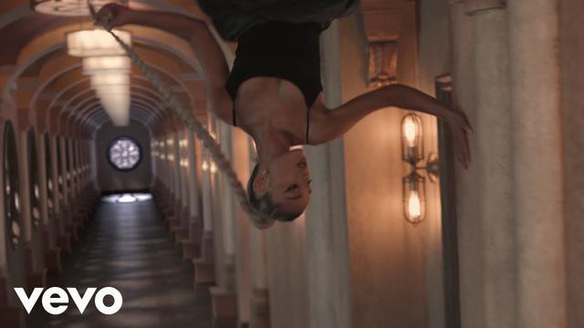 画像: Ariana Grande - no tears left to cry www.youtube.com