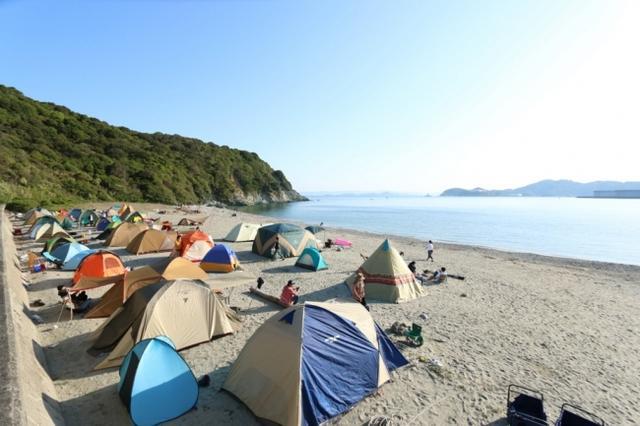 """画像2: """"完全な無人島を使った""""シネマキャンプフェス、上映作品『ジュマンジ』『ゴーストバスターズ』"""