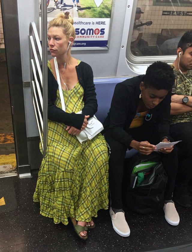 画像2: 『ホームランド』クレア・デインズ、地下鉄で一般人に溶け込む姿に親近感