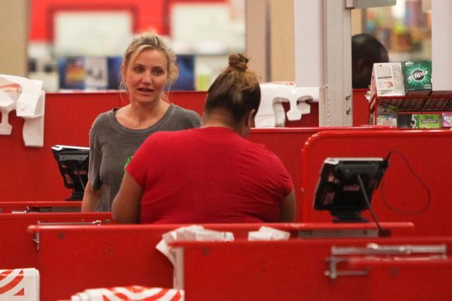 画像4: キャメロン・ディアス、大型スーパーでカートいっぱいになるまで爆買い