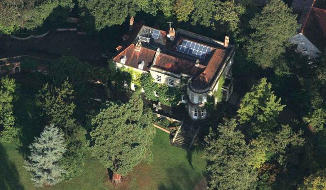 画像: 妻のアマル・クルーニーとの間に産まれた双子が暮らす家と言われるバークシャー州にある豪邸。