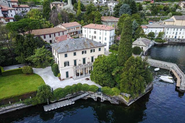 画像: イタリアの北の避暑地であるレイクコモに豪邸を構えるジョージ。