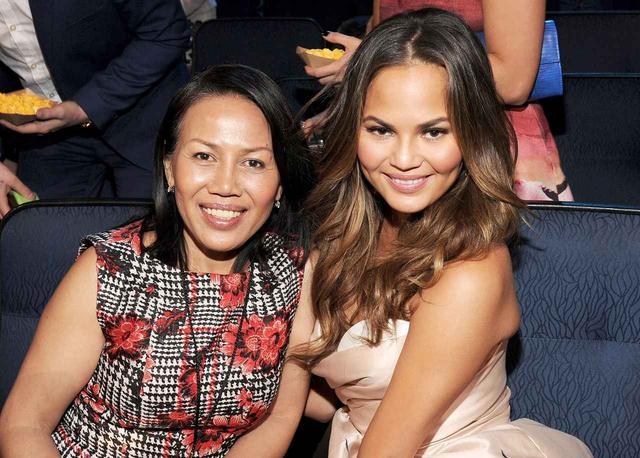 画像: クリッシーと彼女の母親。