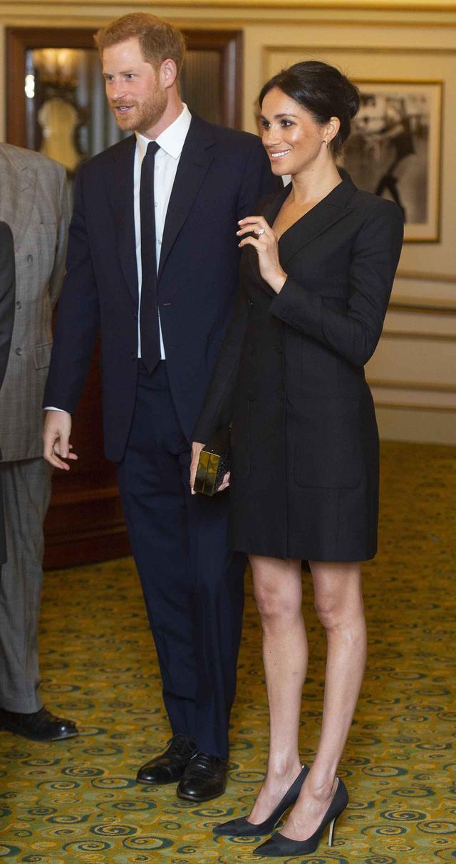 画像2: メーガン妃、ヘンリー王子とのデートは「ジャケット1枚」でセクシーに