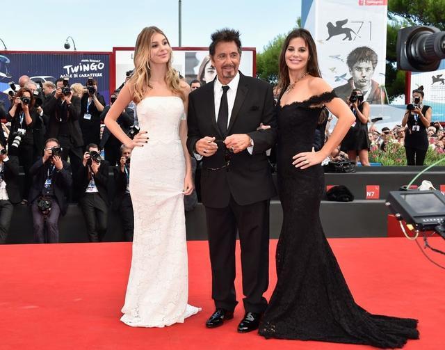 画像: 2014年のベネチア国際映画祭にカミラとルシーラを同伴したアル。