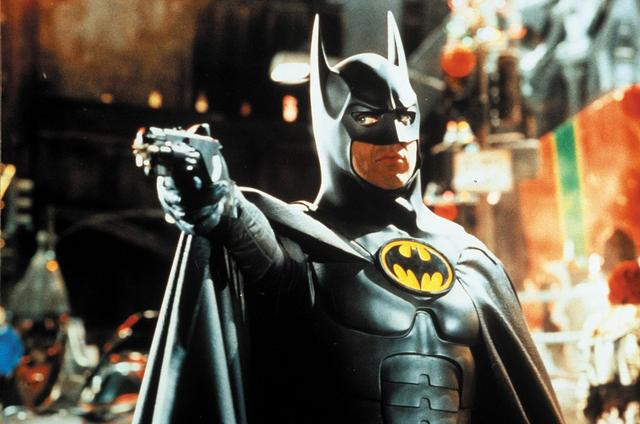 画像: 1992年米公開の『バットマン・リターンズ』のワンシーン。演じているのは俳優のマイケル・キートン。