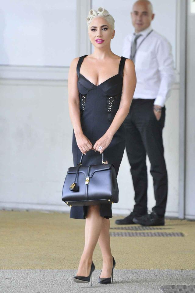 画像: レディー・ガガ、何気ないバッグを全面的にアピールする理由とは?
