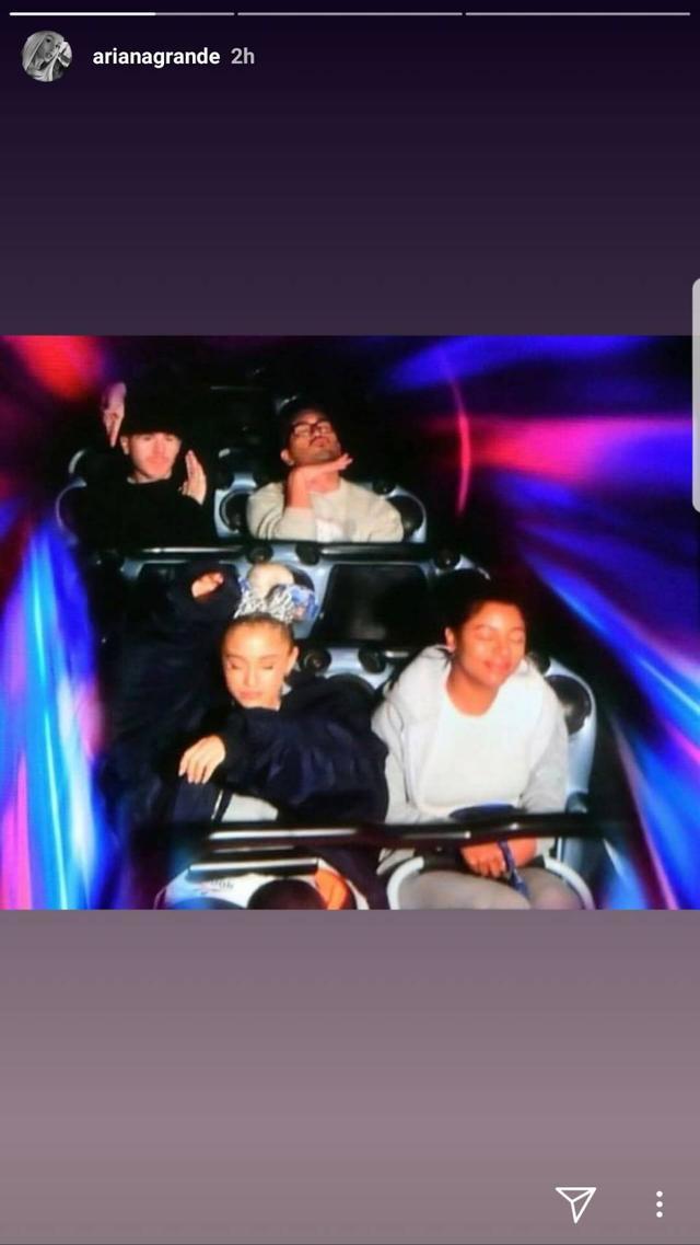 画像1: ディズニーランドなどの絶叫マシーンに乗るとセレブはどうなる?写真を一挙公開