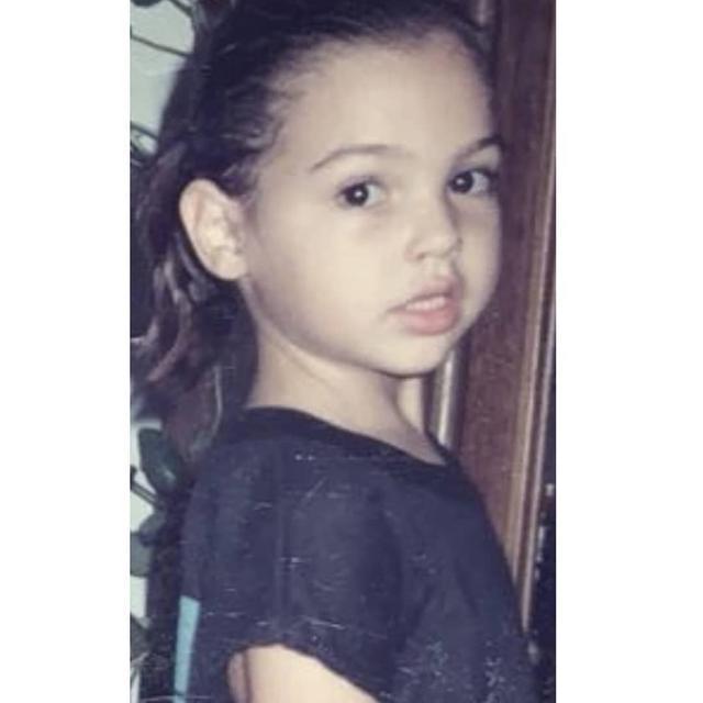 画像1: はっきりとした目鼻立ちは今も健在!この美少女、一体誰の幼少期でしょう?