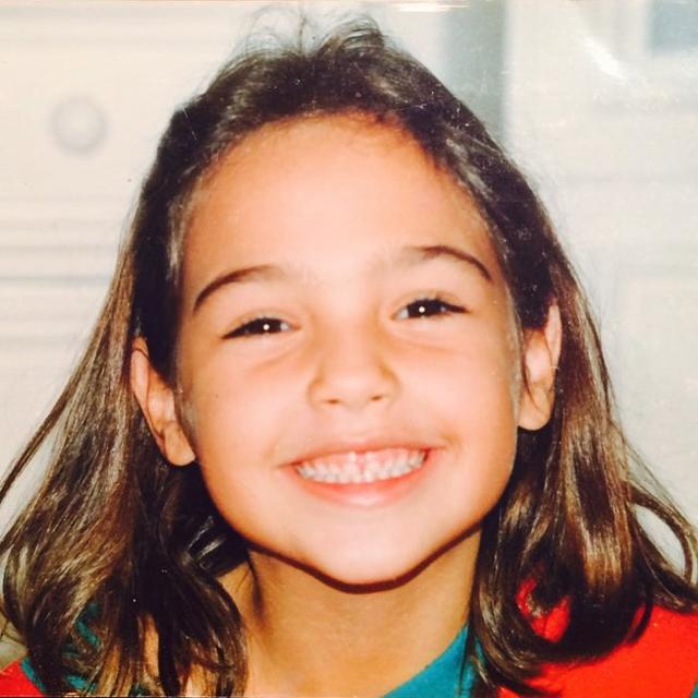 画像2: はっきりとした目鼻立ちは今も健在!この美少女、一体誰の幼少期でしょう?
