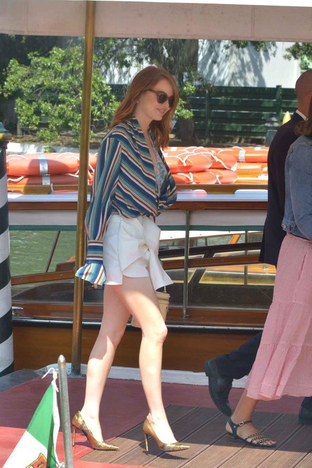 画像2: エマ・ストーン、ベネチア映画祭での最新ファッションがオシャレ!