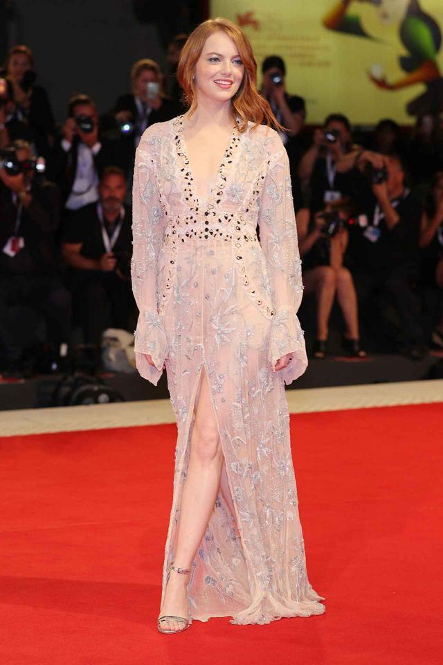 画像4: エマ・ストーン、ベネチア映画祭での最新ファッションがオシャレ!