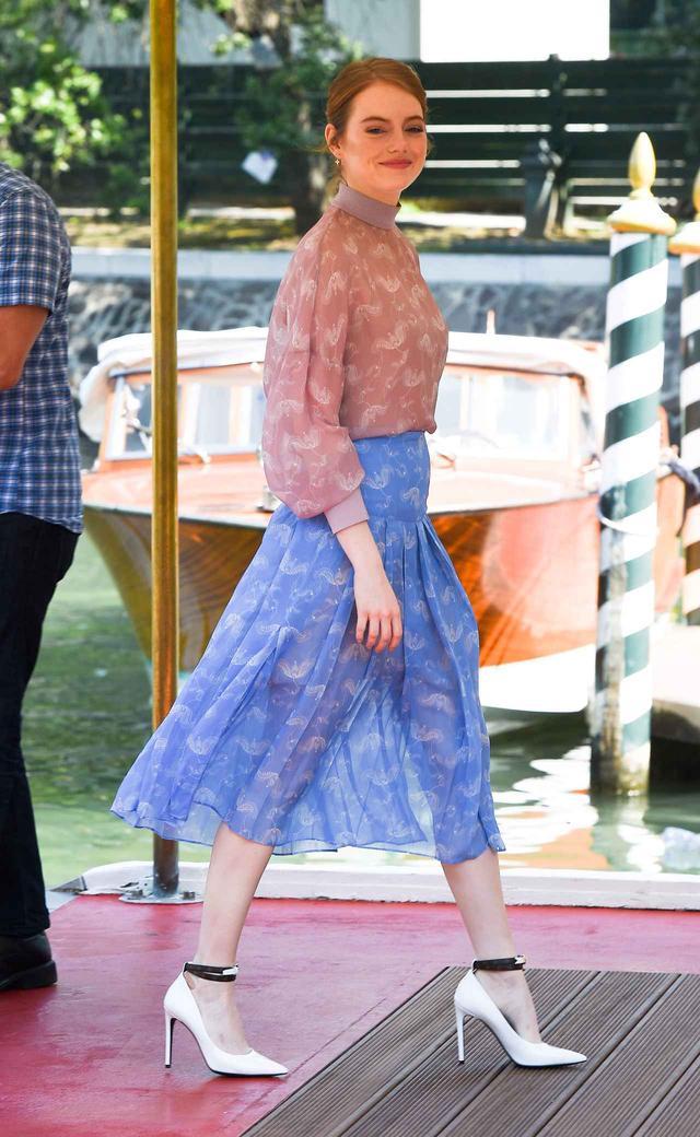 画像1: エマ・ストーン、ベネチア映画祭での最新ファッションがオシャレ!