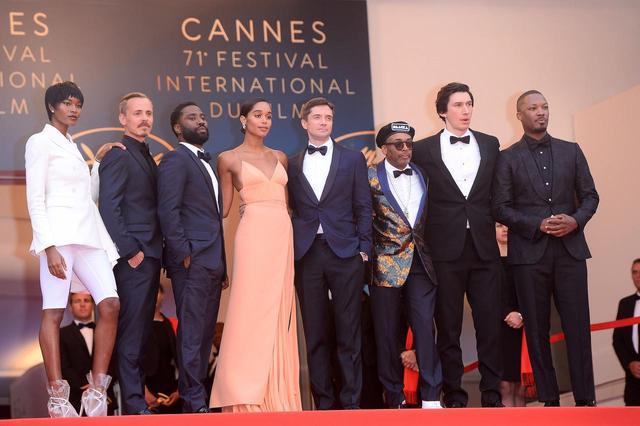画像: カンヌ国際映画祭にて、キャストたちと。