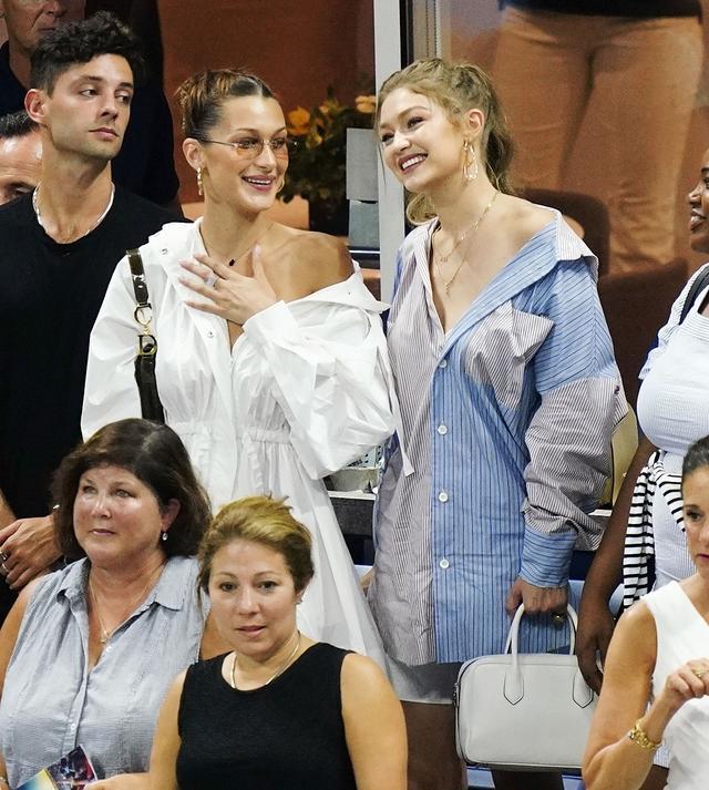 画像2: ジジ&ベラ・ハディッド姉妹、どセクシーな「彼シャツ」ルックで白熱テニス観戦