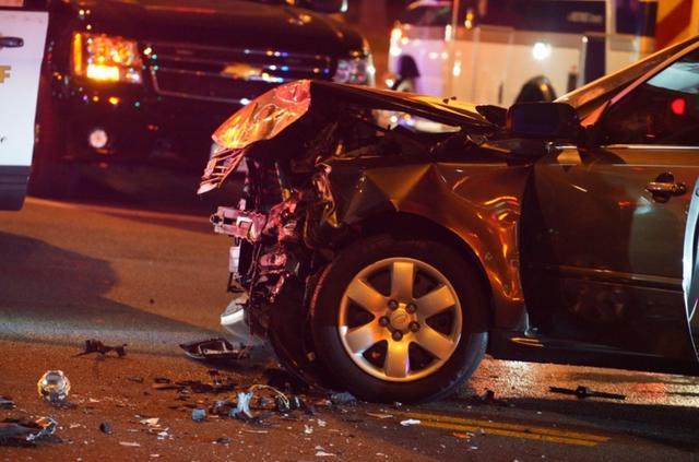 画像: かなり激しく損傷した相手方の車。