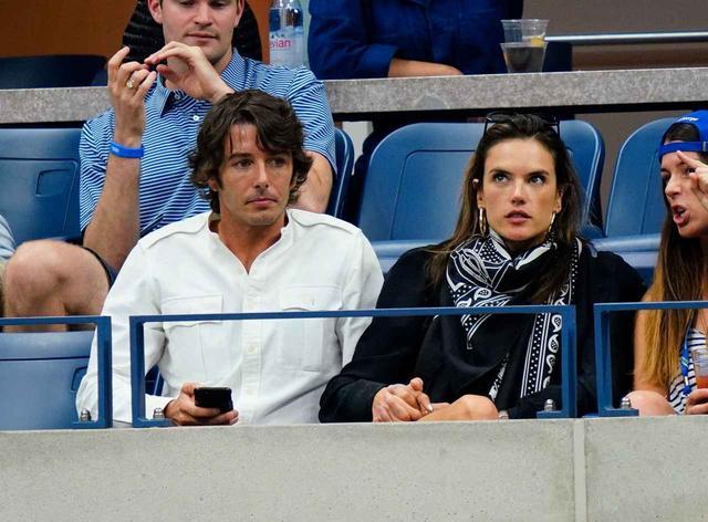 画像1: アレッサンドラ・アンブロジオ、ウワサの彼氏と「大坂なおみ」の試合を観戦