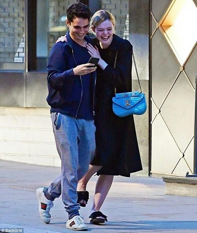 "画像1: ELLE Fanning Source  on Instagram: ""Out and about IN LONDON (JULY 31) @ellefanning #ElleFanning #Ellerinas (1/2)"" www.instagram.com"