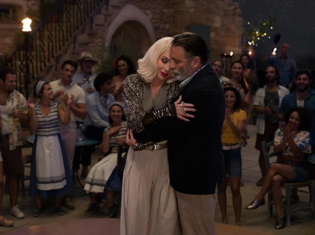 画像: シェールとアンディ・ガルシアの歌唱シーン。