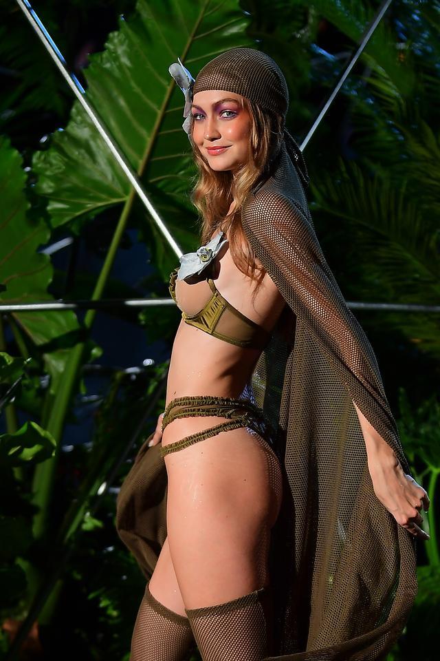 画像: ジジ・ハディッド、Savage x Fenty ニューヨーク・ファッションウィークのファッションショーより。