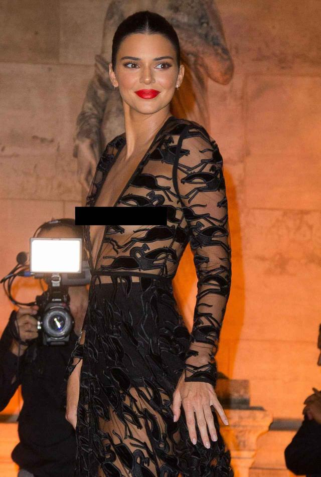 画像1: ケンダルが再びシースルードレスで公の場に