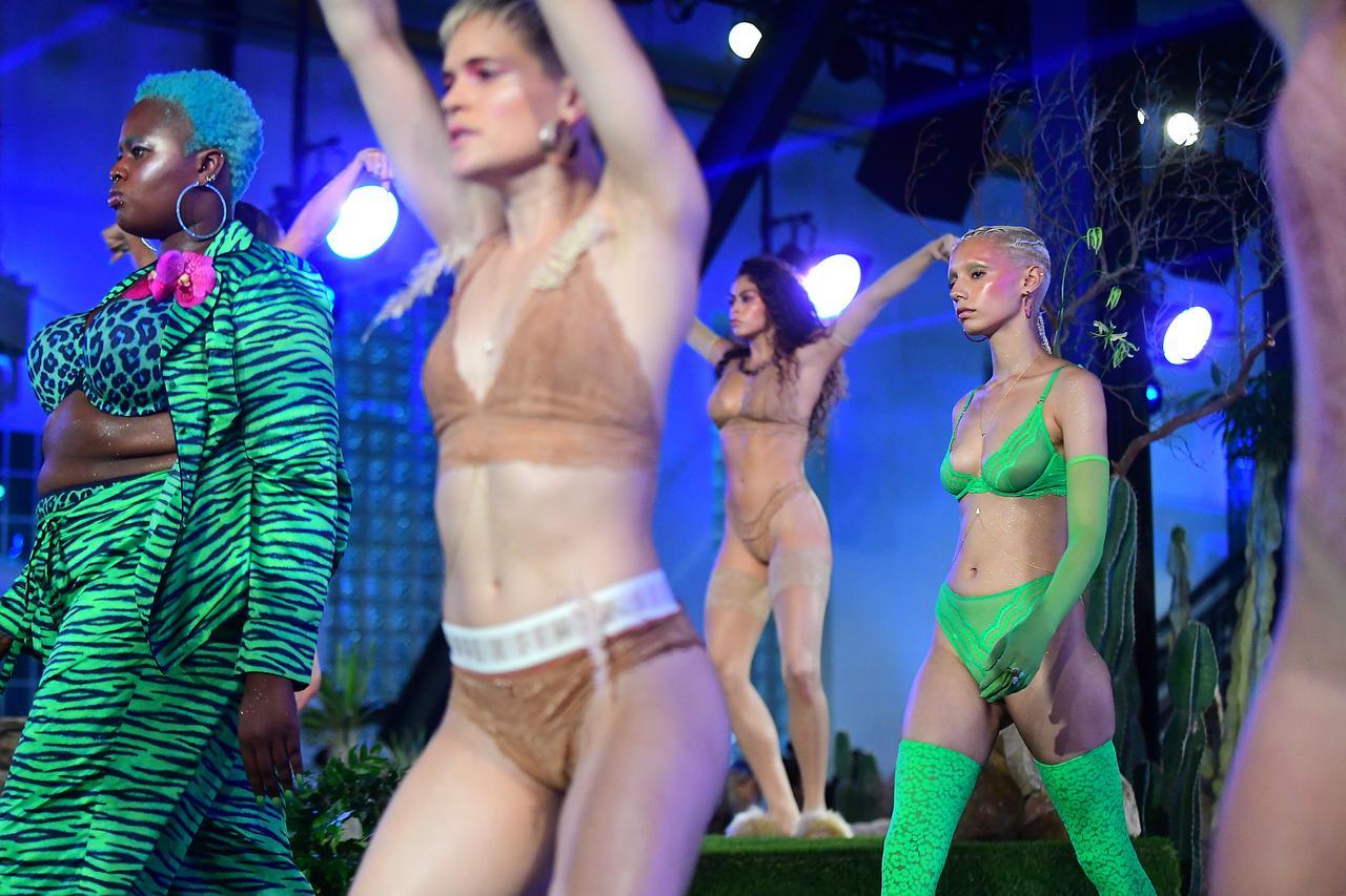 画像1: Savage x Fenty ニューヨーク・ファッションウィークのファッションショーより。
