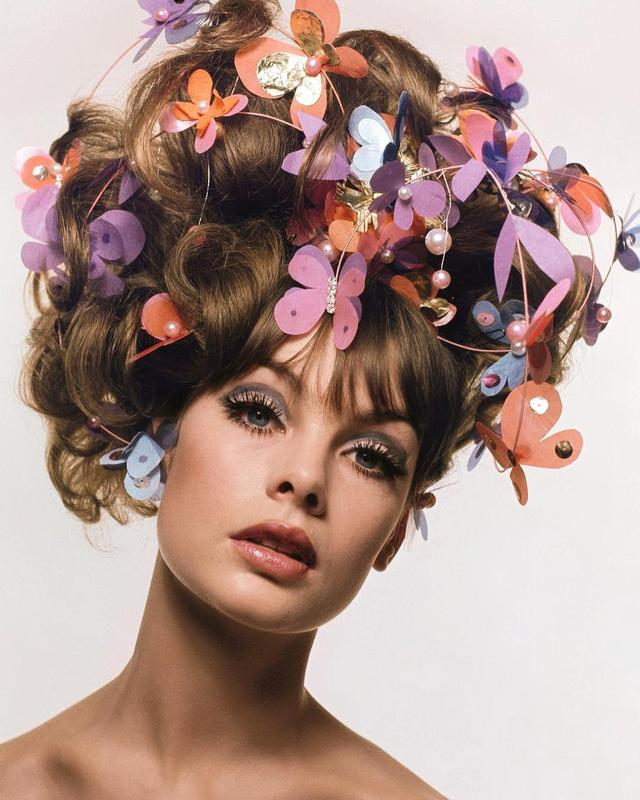"画像1: Barneys New York on Instagram: ""#BNYbookclub: Jean Shrimpton and her butterfly hair bonnet from @simonandschuster's cover of Switched On, Women Who Revolutionized Style In…"" www.instagram.com"
