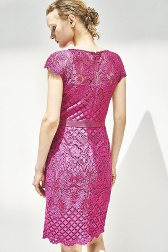 画像: ドレス 80,000+税(TADASHI SHOJI)_エポカ ザ ショップ限定商品丸の内店限定カラー
