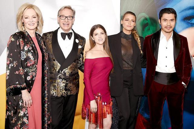 画像: 左から出演女優のジーン・スマート、監督のポール・フェイグ、アナ・ケンドリック、ブレイク・ライヴリー、ヘンリー・ゴールディング。