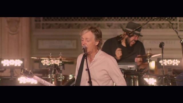 画像: Paul McCartney 'Who Cares' (Live from Grand Central Station, New York) www.youtube.com