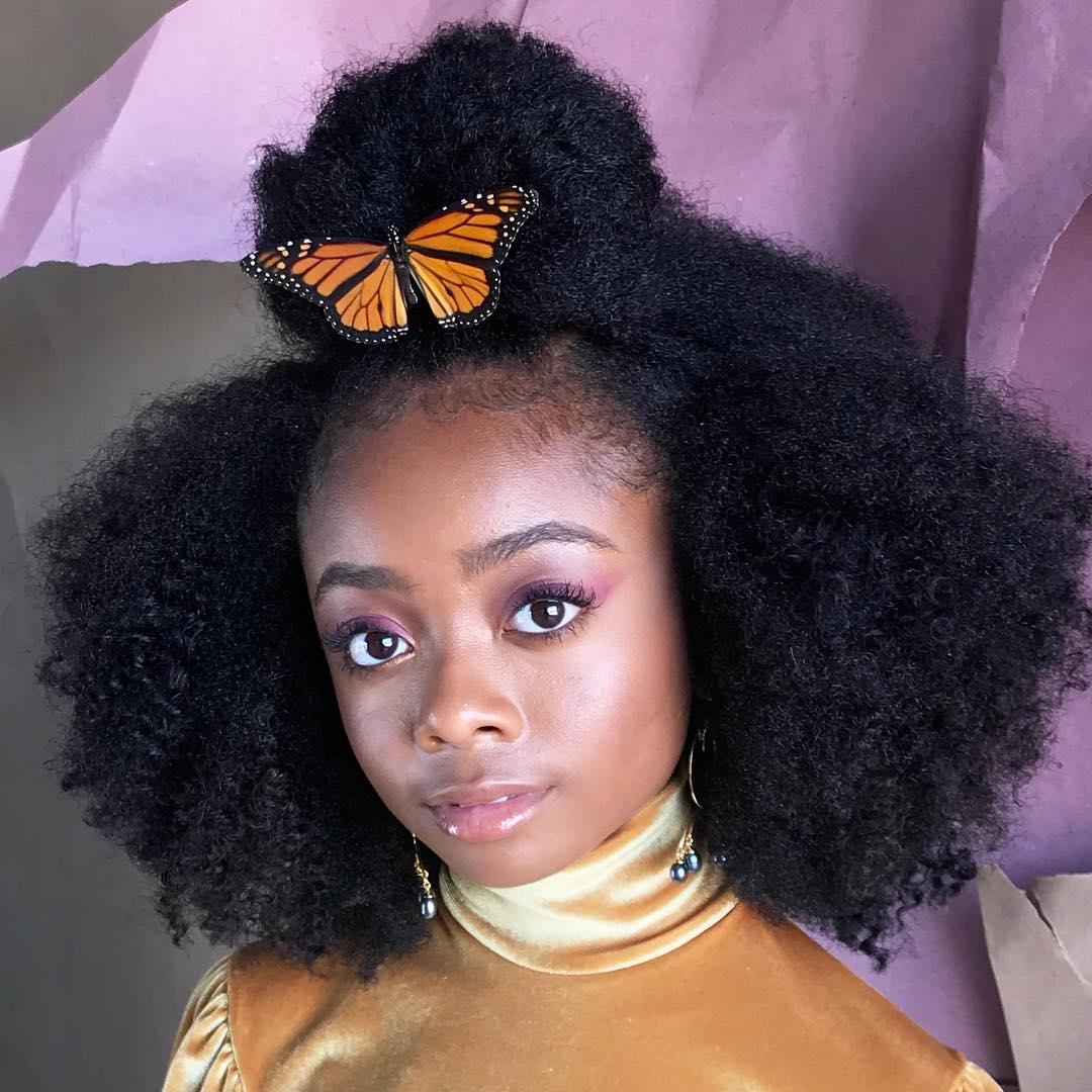 """画像1: tym (TIM) wallace on Instagram: """"A real butterfly hair accessory bts for our shoot today @herringandherring with @skaijackson @terrellmullin #tossedbytym"""" www.instagram.com"""