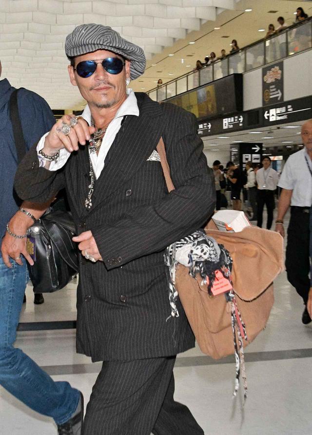 画像1: ジョニー・デップ、パフォーマンス中の「黒ジャケット」に隠された秘密