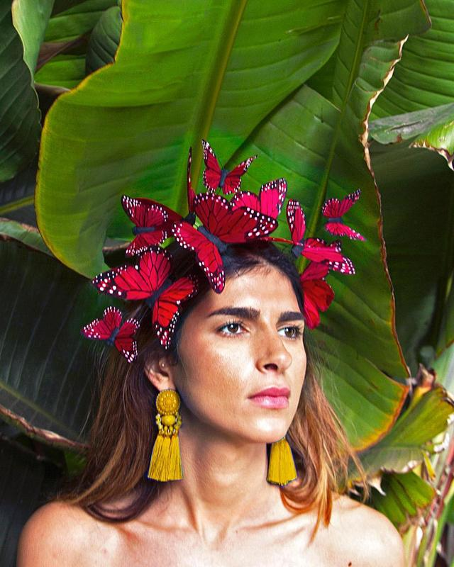 "画像1: VIVADELFINA on Instagram: ""@nazamirfatemi looking all Frida in the Corazon Red butterfly fascinator ❤️ this little beauty flutters with your head movements and is…"" www.instagram.com"
