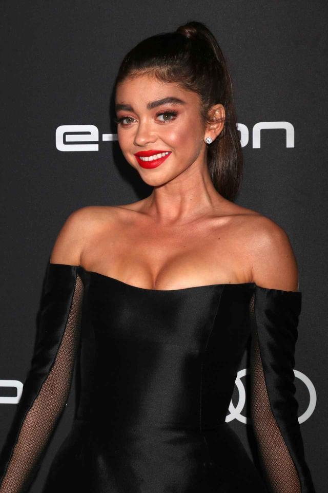 画像2: サラ・ハイランド、完璧なドレス姿の裏で行われた数々の「偽装」を明かす