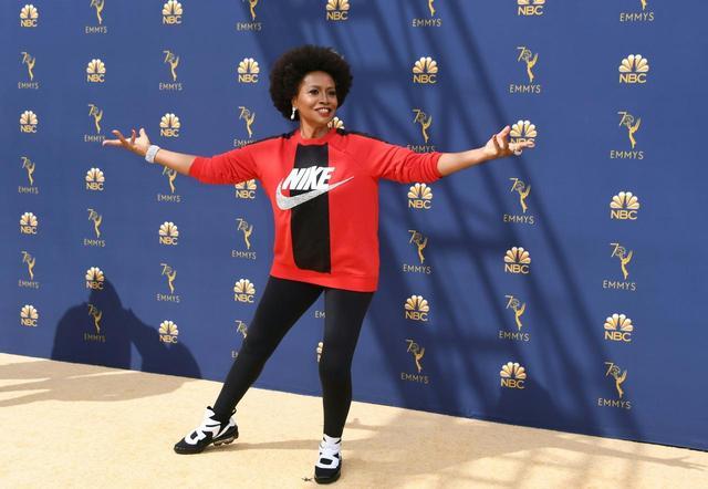 画像: ナイキ(Nike)のスウェットを着てレッドカーペットに登場