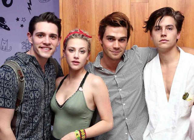 画像: 左からケイシー、リリ、KJ、コール。