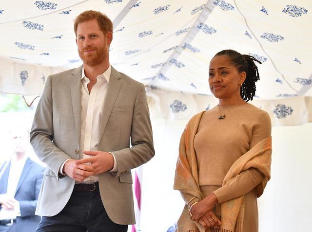 画像: イベントには、メーガン妃だけでなく夫のヘンリー王子とメーガン妃の母ドーリアの姿もあった。